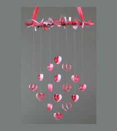 Móbile com corações de papel passo a passo - Vale o Clique!