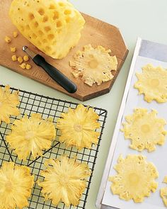 Made of oven-dried pineapple, these edible embellishments add sweetness, crunch, and color to a dessert that's already vibrant. The thinner you cut the slices, the faster they will dry -- and the brighter their yellow will be. When the pineapple core drie Pineapple Flowers, Dried Pineapple, Candied Pineapple, Cut Pineapple, Pineapple Slices, Deco Cupcake, Cupcake Cakes, Cake Recipes, Dessert Recipes