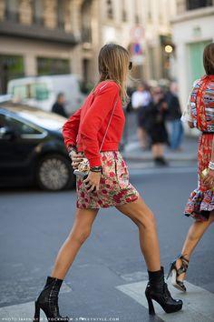 In the moment Carlota Oddi in a Kenzo sweater, a flower print skirt, Paula Cademartori bag and Prada booties.