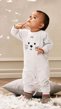 Oh-so-lovely pajamas in comforting fabrics that will help your newest family member have a good night's sleep. Baby Outfits, Toddler Boy Outfits, Cute Outfits For Kids, Toddler Boys, Baby Kids, Baby Boy, Boys Fall Fashion, Little Boy Fashion, Toddler Fashion