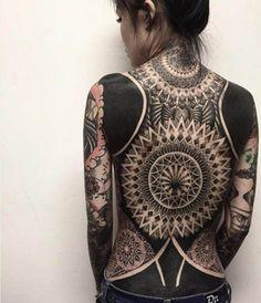 9487099_7-stunning-black-and-white-back-tattoo-designs_9ab03d40_m.jpg (522×607)