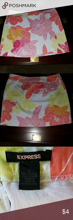 EXPRESS, SIZE O,TROPICAL FLOWERED SKIRT Size 0, EXPRESS, miniskirt, with a tropical  Hibiscus flower print, in coral, fuscia pink, neon yellow, and white colors. Express Skirts Mini