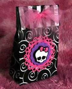 Monster High Birthday Party Invitation -- Skullette -- Halloween -- Gothic -- Princess -- Bling -- Girl -- Skull