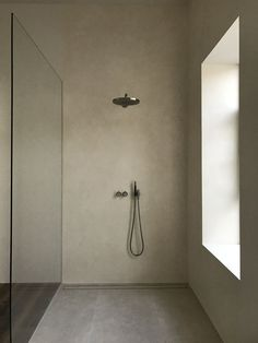Contemporary bathrooms look clean cut and fresh, always with stylish details too, to pull the finishing look together. Modern contemporary bathrooms can. Simple Bathroom Designs, Bathroom Design Luxury, Bad Inspiration, Bathroom Inspiration, Bathroom Layout, Small Bathroom, Bathroom Ideas, Bathroom Vanities, Bathroom Lino
