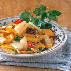 Kürbis für Erwachsene: Die Chilischoten verleihen dem sanften Gemüse feurige Schärfe. Sehr gut an Halloween zu genießen, wenn die Kürbisse ihre Zähne...