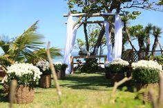 Decoração Cerimonia | Arco de Flores | Outside Wedding | Beach Wedding | Casamento na Praia | Casamento de dia | Casamento ao ar livre | Altar | Wedding | Casamento | Decor | Decoration | Inesquecível Casamento