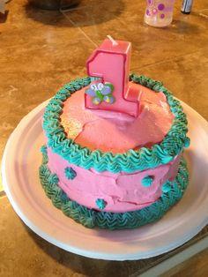 Torta decorada en crema con hombre araa Desayunarte Mendoza