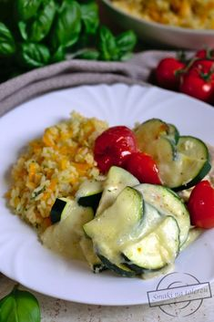 Zapiekana pierś kurczaka z cukinią – Smaki na talerzu Avocado Egg, Mozzarella, Zucchini, Food And Drink, Menu, Rice, Eggs, Lunch, Vegetables