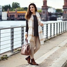 Check out one of my beloved color matchings now on: www.celebritiesandfashionnews.blogspot.de #khaki #scarf #beige #sweater #pullover #tallyweijl #checkered #hm #trousers #fashion #handbag #accessoires #styleinspiration #camel #boots #zara #brown #shoes #blouse #casual #chic #autumn #look #berlin #fashionable #whatiwore #streetchic