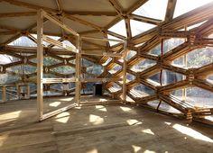 #vivapositivamente @arqsteinleitao mostra instalação temporária só com paletes. http://arquitetandoideias.blogspot.com.br/2012/09/paletes-em-instalacao-temporaria-belo.html
