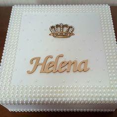 E assim ficou a caixa da Helena... perolada personalizada e coroada...Digna de uma legítima Princesa! Encomendas WhatsApp (21) 964066725 #caixas #caixasdecoradas #caixaspersonalizadas #caixasemmdf #caixasespeciais #caixassofisticadas #artesanatos #caixasperoladas #caixascompérolas #mimos #presente #presentear #enxovaldebebe #decorar #decorarfazbem #quartodemenina #quartodebebê #bebê #quartodemenino #decorbaby #babygirl #babydecor #instalike #instagram #ehsucesso #ateliefazeaconteceartes…