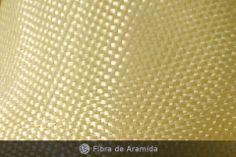 ::Fibras de Aramida:: representam um tipo de fibra derivada de uma poliamida aromática e são ideais para projetos em que a resistência ao impacto é essencial.  Os tecidos de fibra aramida estão disponíveis em uma variedade de tipos de tramas, gramaturas, espessura dos filamentos e larguras, combinadas ou não com fibras de vidro ou carbono.