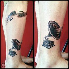 [www.tattoou.co.il :טאטו יו - כל מה שרצית לדעת על קעקועים] --- #gramophone #tattoo #קעקוע# גרמופון# תווים
