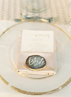 Agate place setting: http://www.stylemepretty.com/florida-weddings/osprey-florida/2016/07/16/modern-southern-outdoor-wedding/ | Photography: Justin DeMutiis