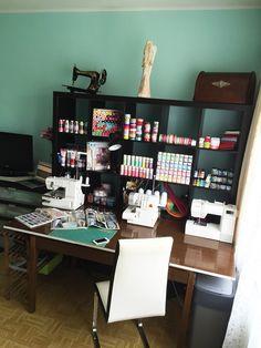 Ako prišiel nápad na blog? Už dlhší čas a veľmi rada čítam blogy. Dlho som sa s… Corner Desk, Blog, Diy, Furniture, Home Decor, Corner Table, Decoration Home, Bricolage, Room Decor