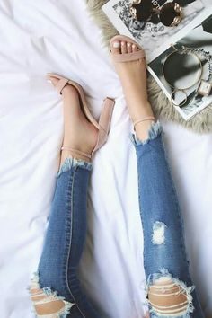 #heeledsandalsoutfitjeans