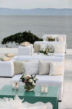 Gorgeous wedding decor and Puerto Vallarta location - photo by Elizabeth Lloyd and Dave Getzschman | via junebugweddings.com