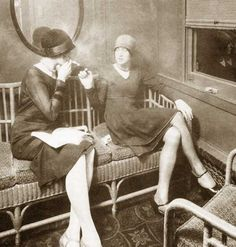 Flapper 1920 Fashion 1920s-fashion---flapper-