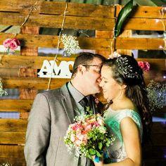 Parede feita com pallet para decoração de casamento