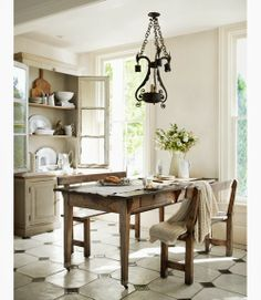 Farmhouse Kitchen Decor Ideas: Great Home Improvement Tips You Should Know! You need to have some knowledge of what to look for and expect from a home improvement job. White Kitchen Decor, White Decor, Country Kitchen, Country Living, Style At Home, Home Interior, Interior Design, Sweet Home, Victorian Homes