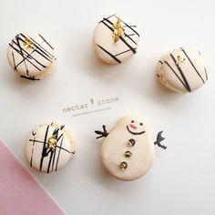 Macarons // Nectar and Stone Nectar And Stone, Meringue Pavlova, Spiced Pecans, Paint Cookies, French Macaroons, Xmas Cookies, Chocolate Bark, Cupcakes, No Bake Treats