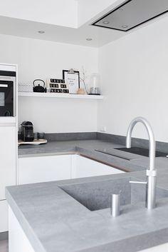 The versatility of concrete kitchen benches - Katrina Chambers Kitchen Benches, Farmhouse Kitchen Decor, Kitchen Interior, New Kitchen, Kitchen Grey, Kitchen Ideas, Updated Kitchen, Farmhouse Design, Design Kitchen