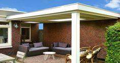 klassieke veranda wit met plat dak en lichtstraat lichtkoepel aan huis