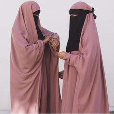 Discovered by Sara 🎀. Find images and videos about beautiful, pink and black on We Heart It - the app to get lost in what you love. Muslim Women Fashion, Islamic Fashion, Modest Outfits, Stylish Outfits, Girl Outfits, Hijab Niqab, Hijab Chic, Niqab Fashion, Hijab Trends