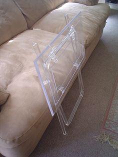 mesa-plegadiza-auxiliar-de-acrilico-transparente