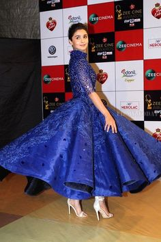 Photo: Alia Bhatt looking hot in Blue Dress as she attend Zee Cine Awards - HD Photos Indian Gowns, Indian Outfits, Indian Clothes, Saree Dress, I Dress, Blue Dresses, Girls Dresses, Alia Bhatt, Indian Designer Wear