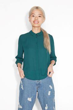 Monki Image 2 of Cropped blouse in Green Bluish Dark