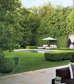 Very private backyard with open grass area and pool (private patio ideas grass) Backyard Privacy, Backyard Patio, Nice Backyard, Formal Garden Design, Patio Design, Exterior Design, Pool Houses, Garden Inspiration, Backyard Landscaping