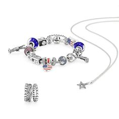 Stars for the different states, the Statue of Liberty, a San Francisco cable car and the colors of the flag - this styling is just right for representing the United States. #PANDORA #PANDORAbracelet #PANDORAring #PANDORAnecklace