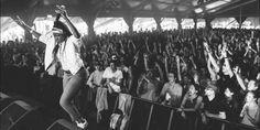 Dit zou weleens de zomer van Coely kunnen worden. De 23-jarige Antwerpse speelde gisteren nog een set op het Britse festival der festivals, Glastonbury, en bewees op het Nederlandse Down The Rabbit Hole nog maar eens dat ze bij de grote namen van de hiphop en soul gerekend kan worden.(Dutch)