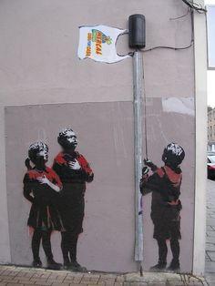 Street Art by Banksy. - Street Art by Banksy. Street Art by Banksy. 3d Street Art, Street Art Banksy, Urban Street Art, Amazing Street Art, Street Artists, Urban Art, Amazing Art, Banksy Graffiti, Wie Zeichnet Man Graffiti