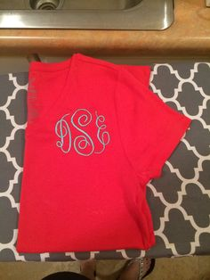 3 letter circle monogram! Love the color combo