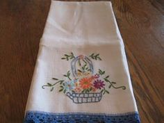 Pineapple House Antiques ~ Vintage Embroidered Flower Basket Guest Towel