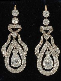 Edwardian diamond drop earring with round and pear shaped diamonds
