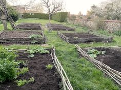 While stuck at home on confinement, it's a perfect moment to prepare the spring garden: sowing seeds, mulching or doubling the vegetable garden! My French Country Home, Country Farmhouse, Farmhouse Decor, Wattle Fence, Dig Gardens, Potting Tables, French Exterior, Moon Garden, Country Landscaping