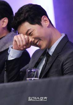 Song Joong Ki Press Conference Descendants Of The Sun 22022016 Pretty Songs, Love Songs, Asian Actors, Korean Actors, Korean Dramas, Descendants, Song Joong Ki Cute, Soon Joong Ki, Ji Chan Wook