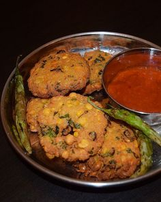 Chattambade recipe is a easy chana dal fritter recipe,and a popular tea time snack in Mangalore - Udupi region, served across all restaurants Indian Snacks, Indian Food Recipes, Vegetarian Recipes, Snack Recipes, Cooking Recipes, Ethnic Recipes, Paneer Recipes, Japanese Street Food, Thai Street Food