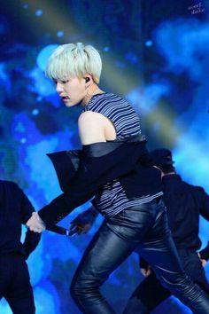 Shirtless Suga is rarer than my chances of meeting BTS irl(😭😭)! Suga Suga, Suga Abs, Min Yoongi Bts, Bts Bangtan Boy, Yoonmin, Daegu, Rapper, Bad Boy, Korean Boy