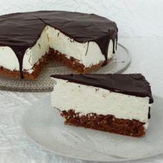 A legfinomabb Túró Rudi torta receptje Doughnut Cake, Hungarian Recipes, Hungarian Food, Recipe Mix, Brownie Cake, Top 5, Eat Dessert First, Sweet And Salty, No Bake Desserts