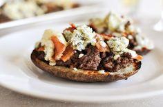 Blog de cocina sabrosa: Bacon y Blue Potato Skins hamburguesa con queso.  Invitado mensaje por Merchant Jessica de How Sweet It Is, receta presentada por TK miembro de Dax Phillips Comfort Food Simple.