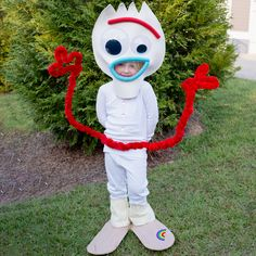 Adorable No-Sew Kids and Baby DIY Disney Halloween Costumes Toy Story Halloween Costume, Halloween Costumes For Bffs, Toy Story Costumes, Family Halloween Costumes, Funny Halloween Costumes, Halloween Fun, Diy Costumes For Kids, Disney Kids Costumes, Fancy Dress Costumes Kids