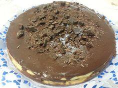 Il quaderno di Chiaretta: Cheesecake al cioccolato Questa cheesecake al cioccolato è semplicemente squisita, è sempre apprezzata da tutti e fa fare bella figura in ogni occasione. E' facile da fare e quindi alla portata anche di chi non è ferratissimo sui dolci. Il cioccolato è presente nella base, nel ripieno, nel topping e nella decorazione, ma il sapore è molto equilibrato grazie alla delicata farcitura a base di ricotta.