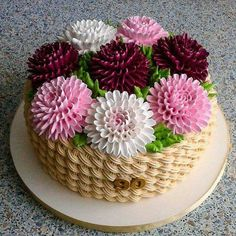 Bolo floral # Crisântemos # Dália .... - #crisantemos #dalia #floral - #decoration
