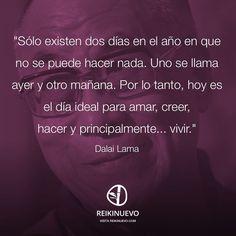 Disfruta el presente xq el ayer ya pasó y el mañana aún no llega.. Dalai Lama, Wise Quotes, Motivational Quotes, Good Sentences, The Ugly Truth, Spanish Quotes, Inner Peace, Wise Words, Favorite Quotes