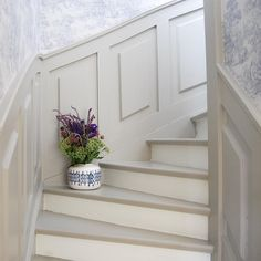 Painted Staircases, Staircase Railings, Painted Stairs, Staircase Design, Stairways, Flur Design, Diy Design, Dark Tower Art, House Trim