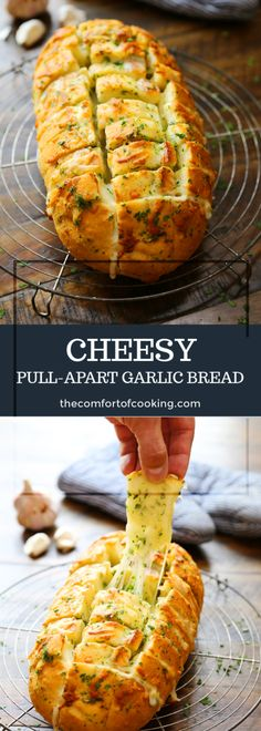 pull apart bread Cheesy Pull-Apart Garlic B - bread Loaf Recipes, Cheesy Recipes, Bread Machine Recipes, Cooking Recipes, Starter Recipes, Pull Apart Garlic Bread, Cheesy Pull Apart Bread, Garlic Cheese Bread, Cheesy Garlic Bread